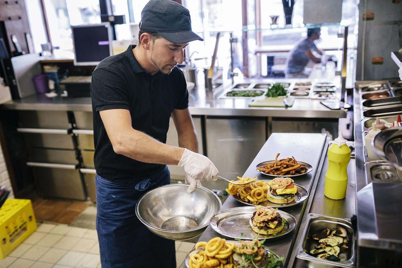 إدارة وتشغيل المطاعم والكوفى شوب جودة الأصناف والخامات